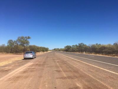 オーストラリア内陸の一本道