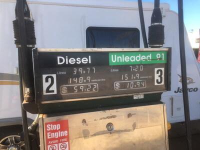 ハイウェイのガソリンスタンド