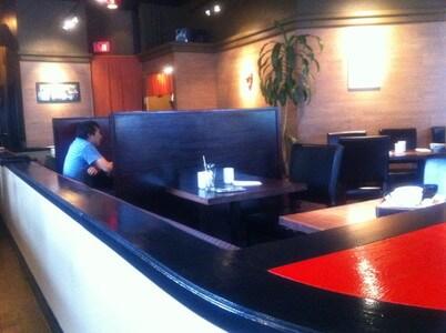 日本食レストラン「与八鮨」