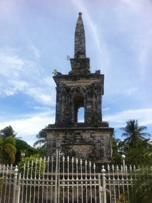 マクタン島のマゼラン記念碑