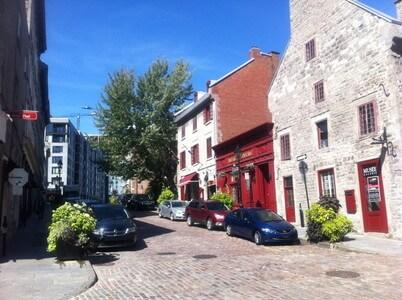 モントリオールのSt-Paul E通り