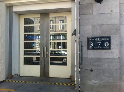 ボンスクールマーケットの入口