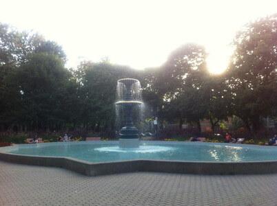 サン・ルイ広場の噴水