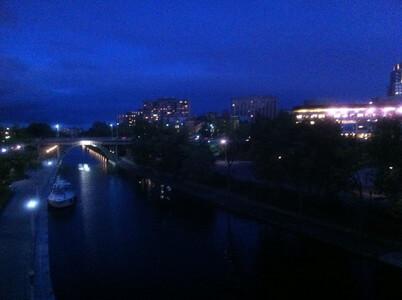 夜のオタワ