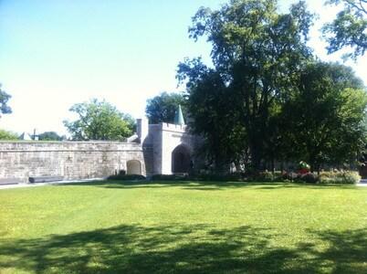歩兵公園のサン・ルイ門