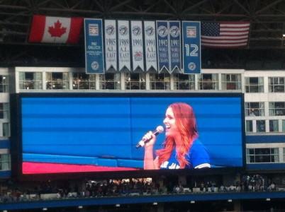 試合前の国歌斉唱