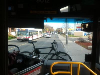 Dufferin駅からバスでBMO fieldへ