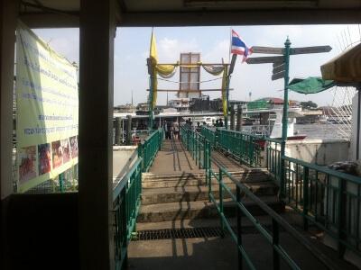 チャオプラヤ川のボート乗り場