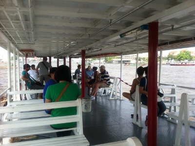 チャオプラヤ川のボート