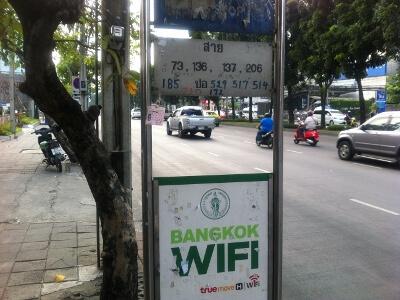 Thailand Cultural centre駅近くのバス停