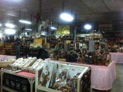 セブ島の骨董品屋