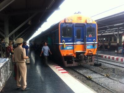 バンコクからアユタヤの電車