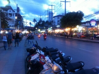 パトンビーチの繁華街