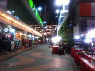 パトンビーチのマーケット