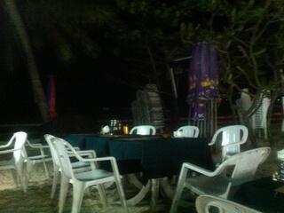 パトンビーチのレストランバー