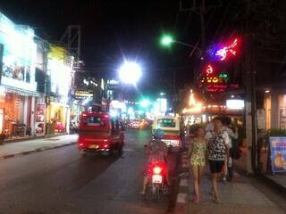 パトンビーチのThaweewonng通り