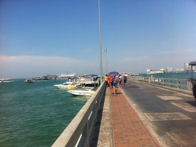 パタヤ―ビーチの桟橋