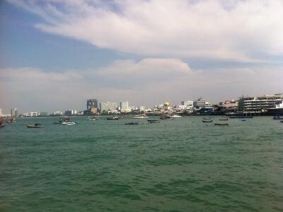 パタヤ―のラーン島行きの船着き場