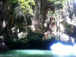 ホン島の洞窟