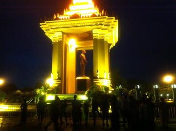 プノンペンの独立記念塔