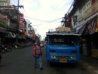 パトンビーチ行きのバス停