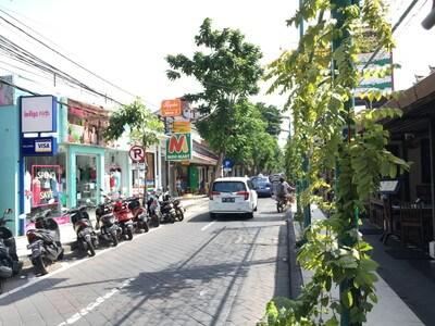 クタのPantai Kuta通り