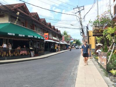 バリ島のジャラン・パドマ通り