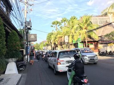 バリ島のジャラン・アユ・カヤ通り
