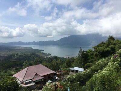 バリ島のバトゥール湖