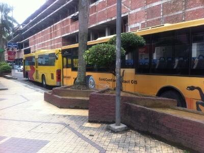 ラーキン・スタジアム行きのバス