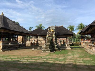 ウブドのプナタラン・サシ寺院