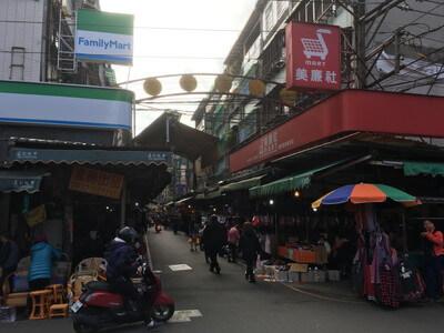 台北の廻龍駅周辺