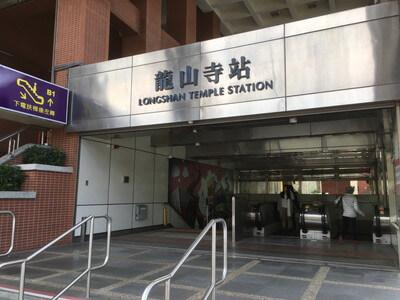 台北の龍山寺駅