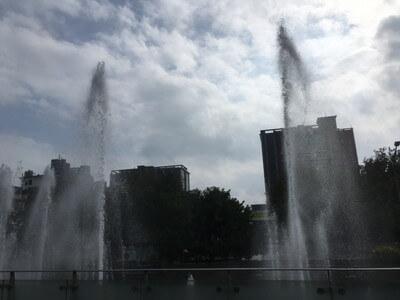 龍山寺の前にある噴水広場