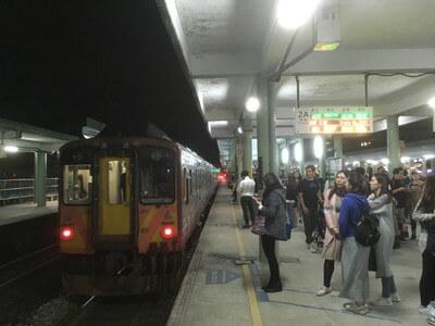 台湾の瑞芳駅から台北駅へ