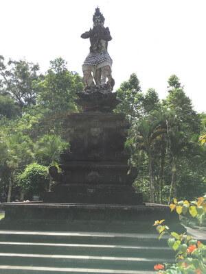ウブド郊外のティルタ・ウンプル寺院