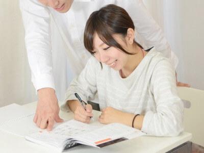studyとlearnの例文と使い方